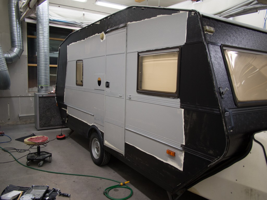The door side of the Cameravan (also the front of the camera) with the large WPPD logo (without text)